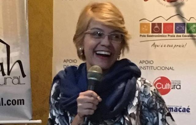 Acadêmica Aline Reis participa de importantes movimentos literários