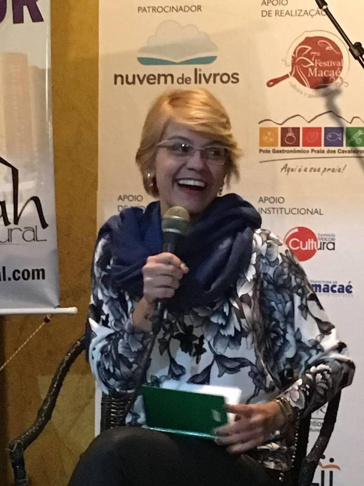 $Acadêmica Aline Reis participa de importantes movimentos literários